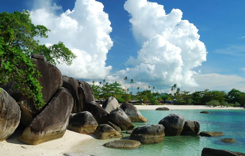Batu-batu-Granit-di-Pantai-Tanjung-Tinggi