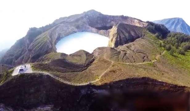 danau-kelimutu-Nusa-tenggara-timur