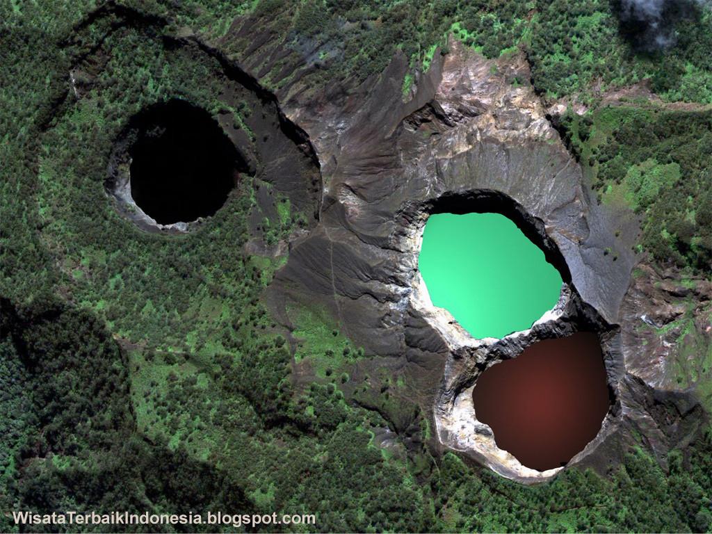 danau-tiga-warna-kelimutu