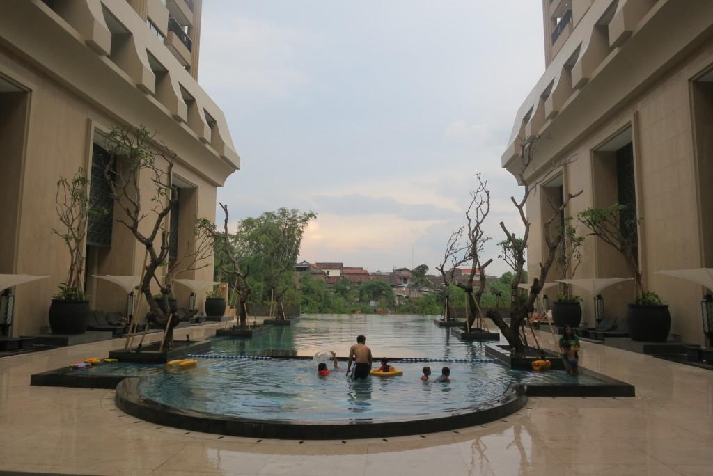 hotel tentrem pool