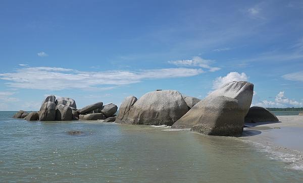pantai-romodong-bangka
