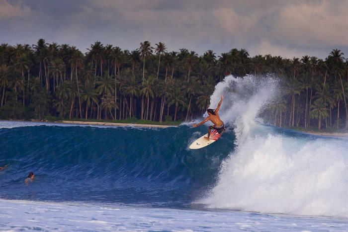 surfing di pulau nias