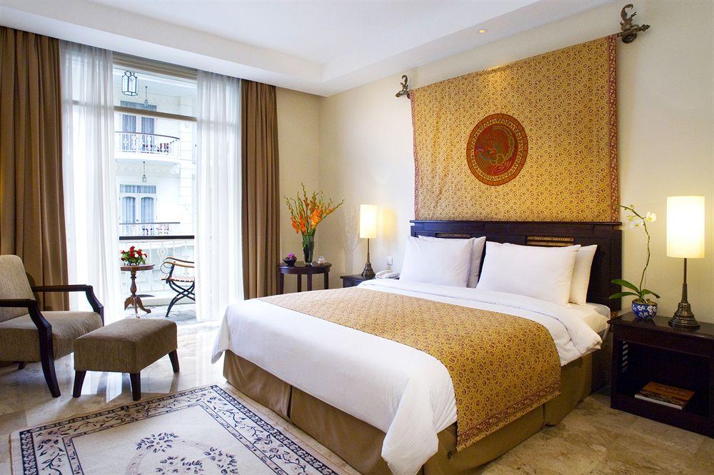 the-phoenix-hotel-yogyakarta room