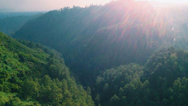Pemandangan-Tebing-Keraton