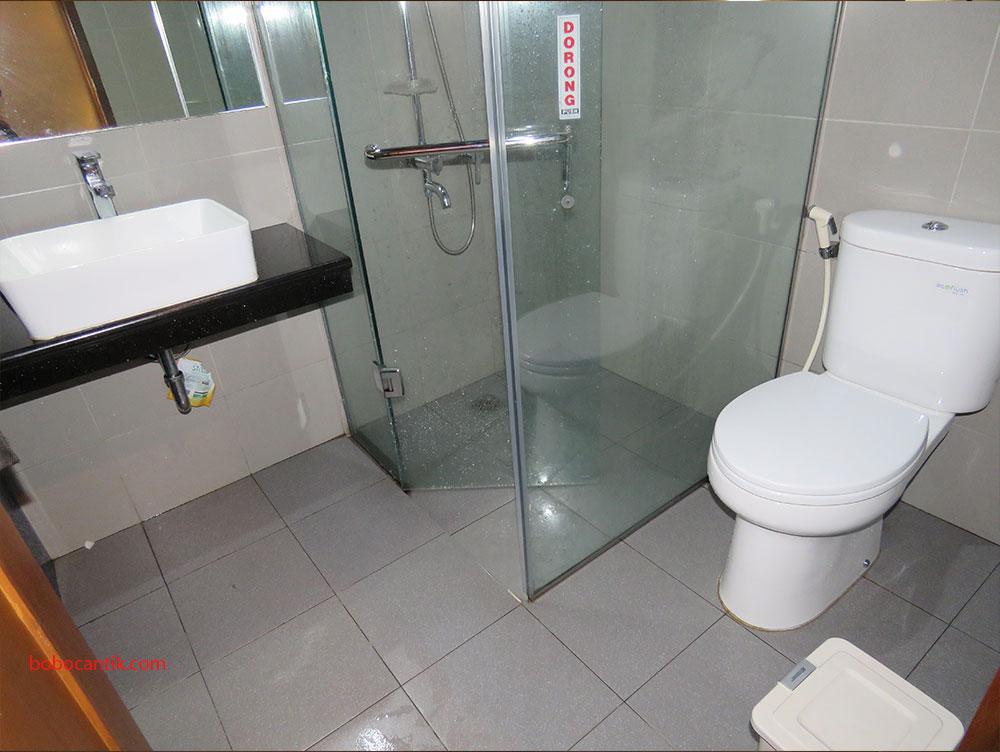 bathroom-rumah-stroberi