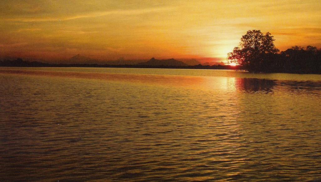 danau sentarum saat senja