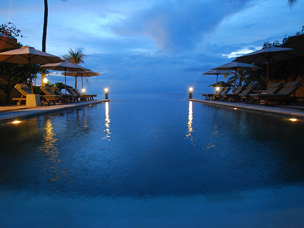 5 hotel dengan infinity pool tepi pantai yang romantis di for Boutique resort