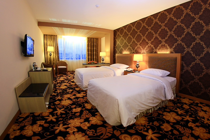 Kamar Tamu-Deluxe Room Grand Rocky Hotel Bukittinggi
