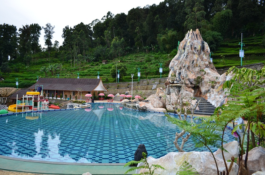 ciwidey valley hot spring pool