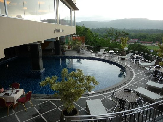 grand-rocky-hotel-bukittinggi