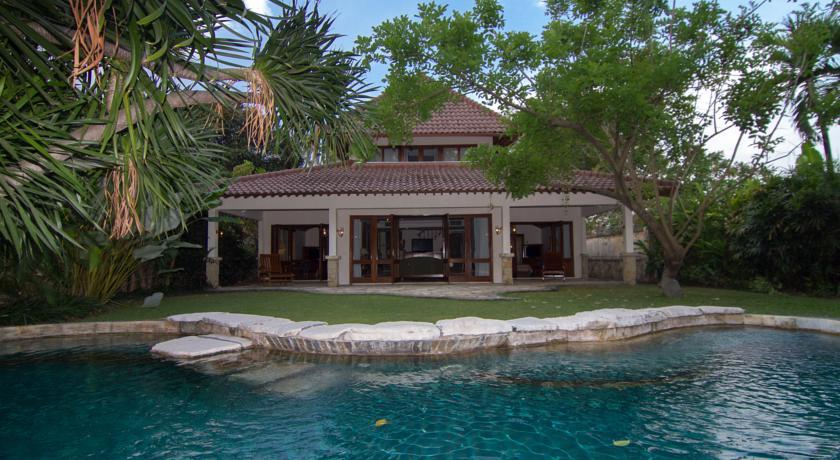 pool lorin hotel solo