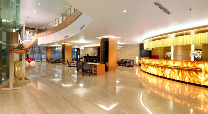 Aston Semarang Hotel and Convention Center lobby