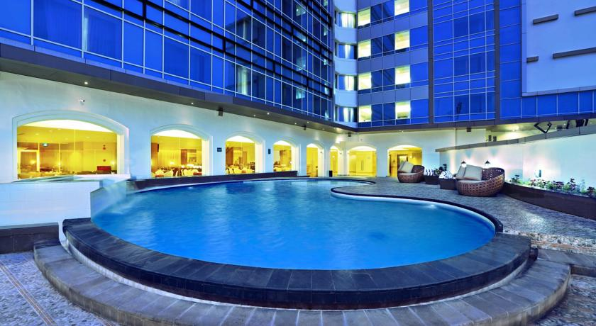 Aston Semarang Hotel and Convention Center pool