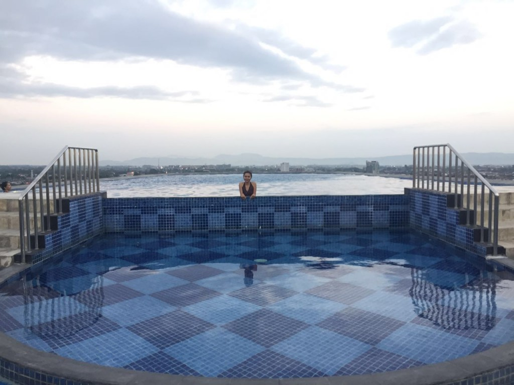 Review Indoluxe Hotel Dengan Kolam Renang Tertinggi Di Yogyakarta