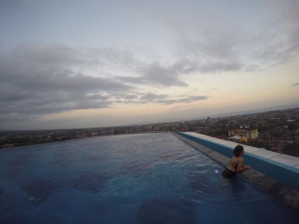 Apalagi Pool Di Bagian Rooftop Nya Itu Keren Bangeets Dan Ini Merupakan Kolam Renang