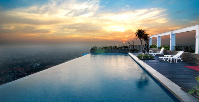 sky_pool_bw_star_hotel