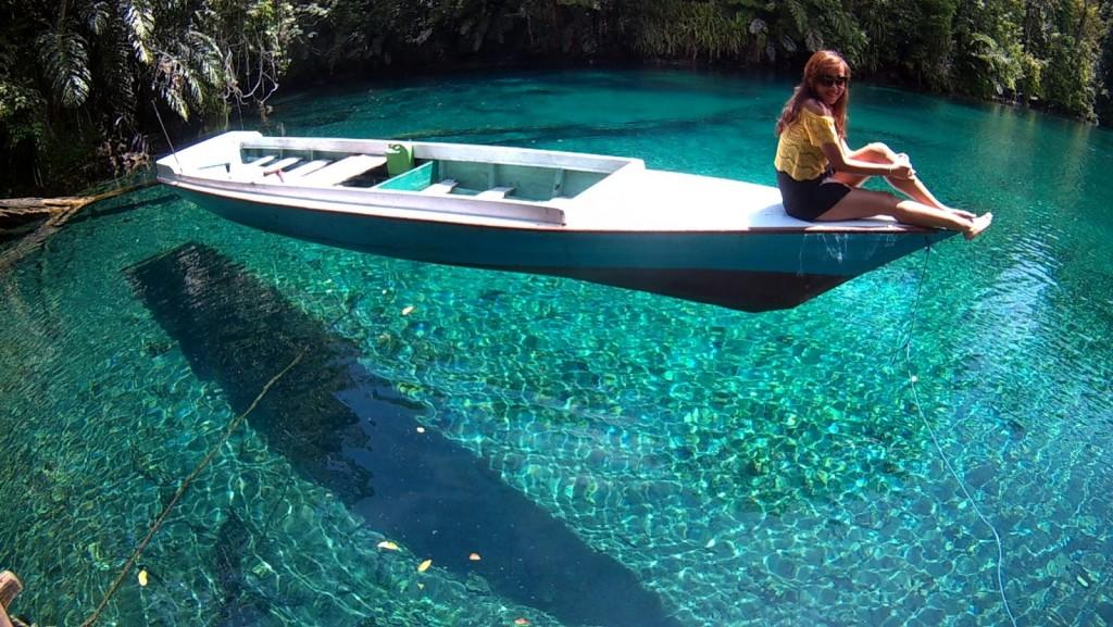 danau-labuan-cermin-kalimantan