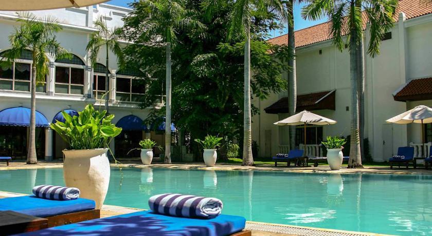majapahit-hotel-pool