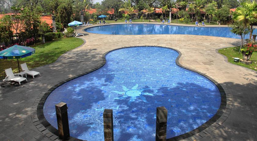 singgasana-hotel-surabaya-pool