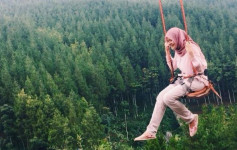 083012500_1472629360-ayunan-sky-swing-the-lodge-maribaya-bandung