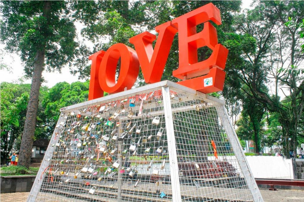 tamanbalaikotagembok-cinta2