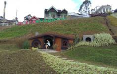 plaza-garden-rumah-hobbit