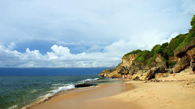 pantai-tegalwangi-hamparan-pasirnya-tidak-terlalu-luas-seperti-yang-lainnya