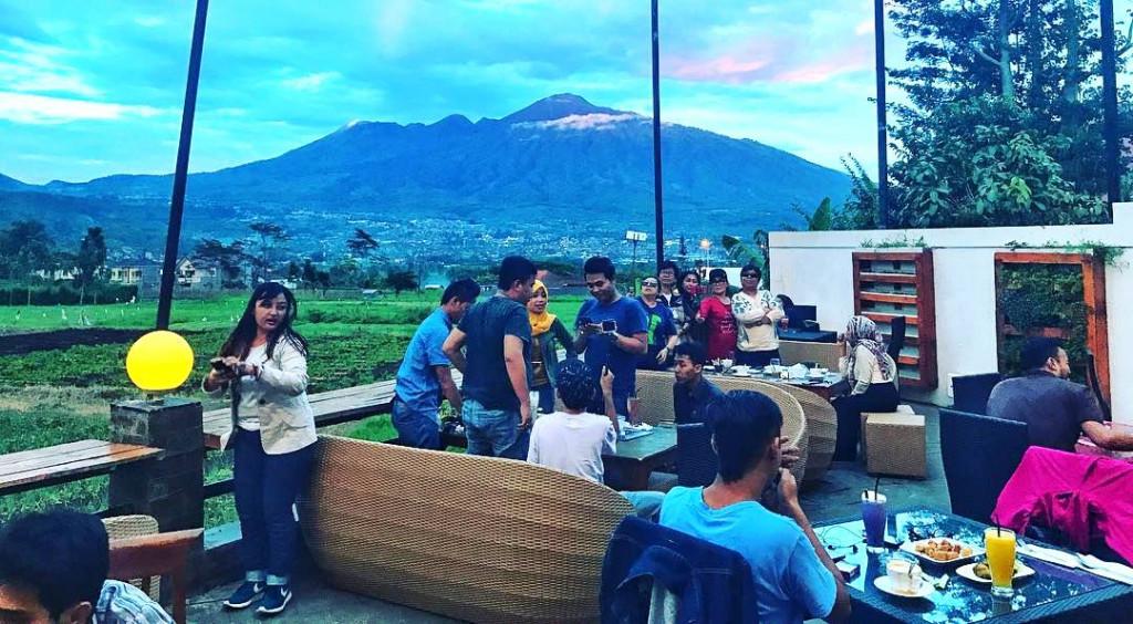 pupuk-bawang-cafe-outdoor-malang
