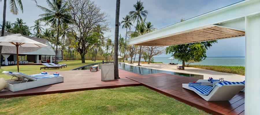rates-villa-sapi-pool-deck