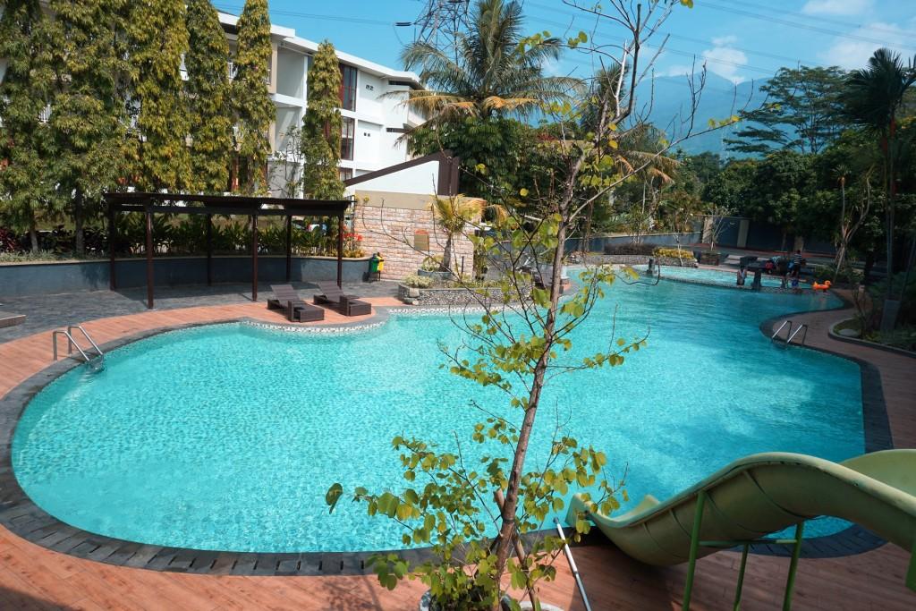kolam-renang-wujil-hotel