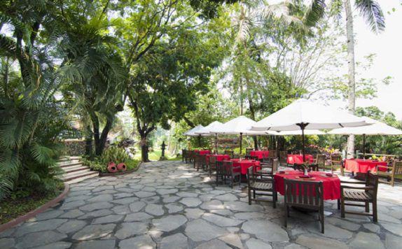 hotelpuriasri_restaurantoutdoor_960046