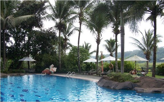 hotelpuriasri_swimmingpool_960053