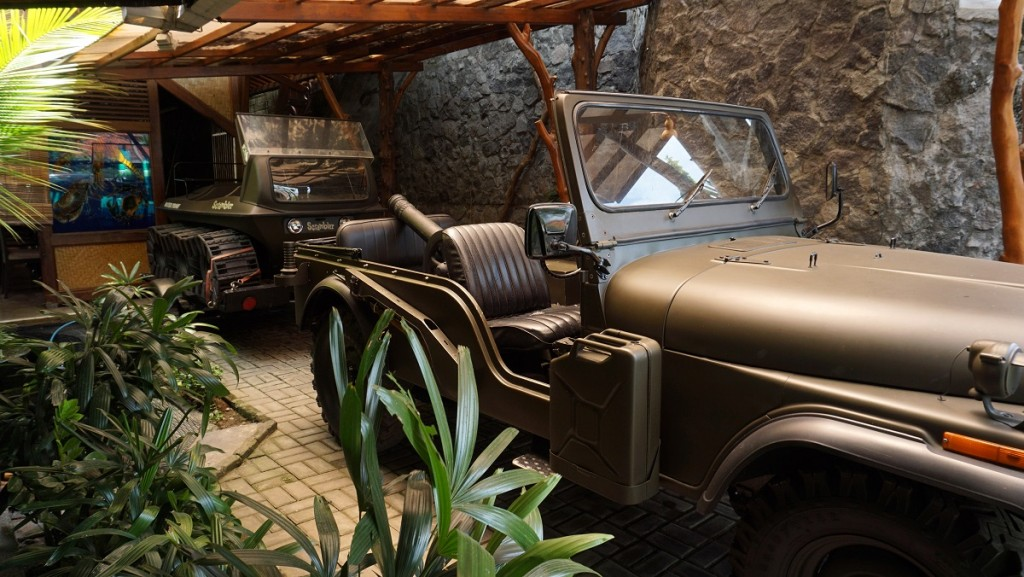 resto-gubug-mang-engking-jogja-mobil-perang