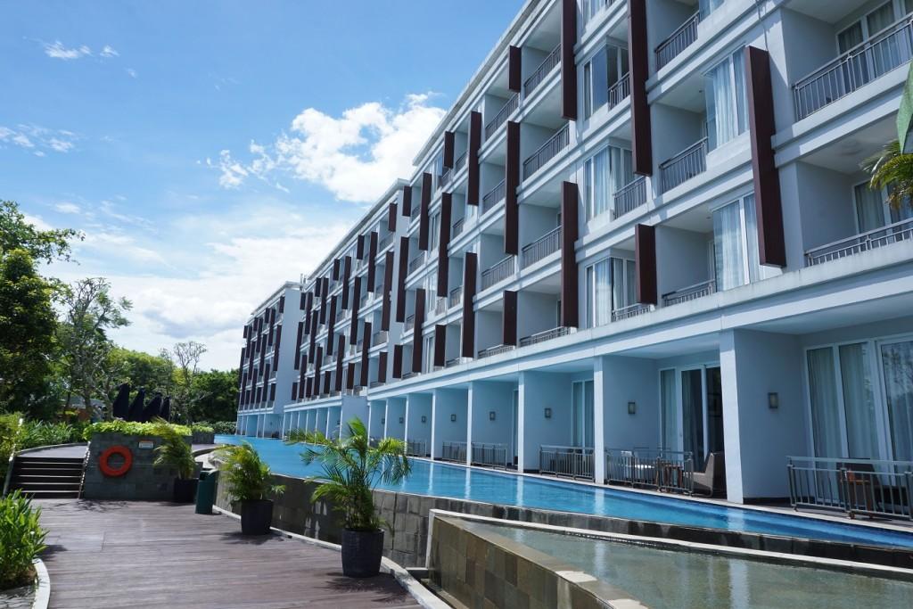 kolam-renang-r-hotel-rancamaya-2