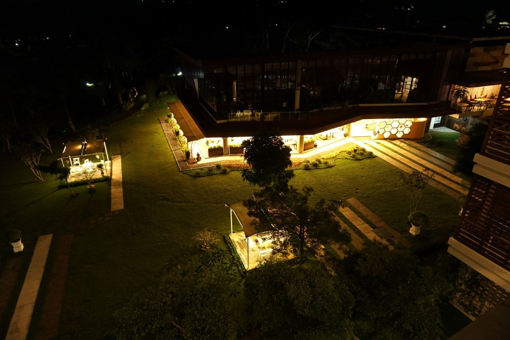 r-hotel-rancamaya-night-view