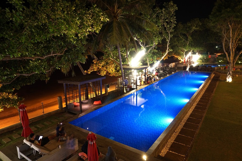 aston-anyer-night-view