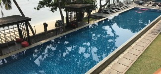 pool-aston-anyer-beach