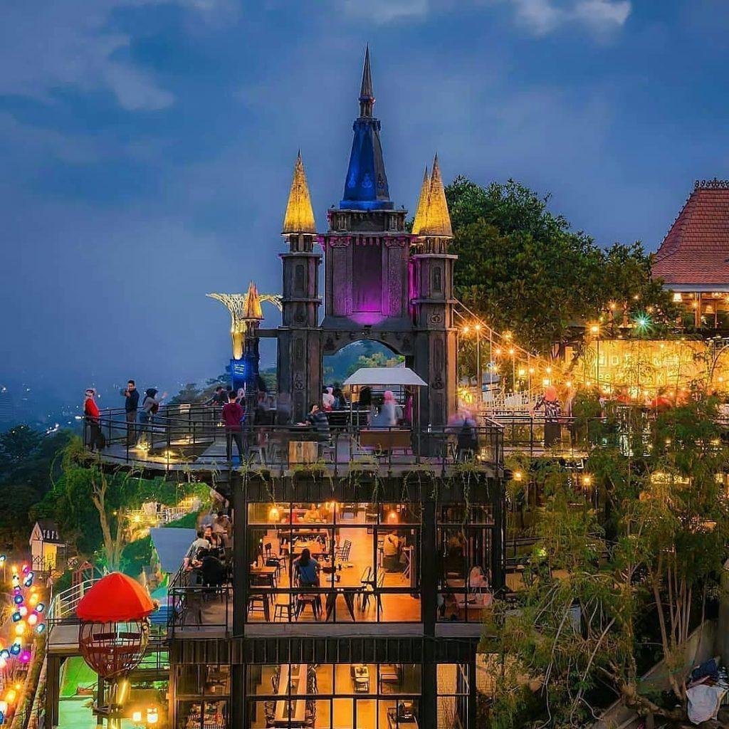 7 Resto Cantik Di Punclut Yang Bikin Kenyang Foto :P