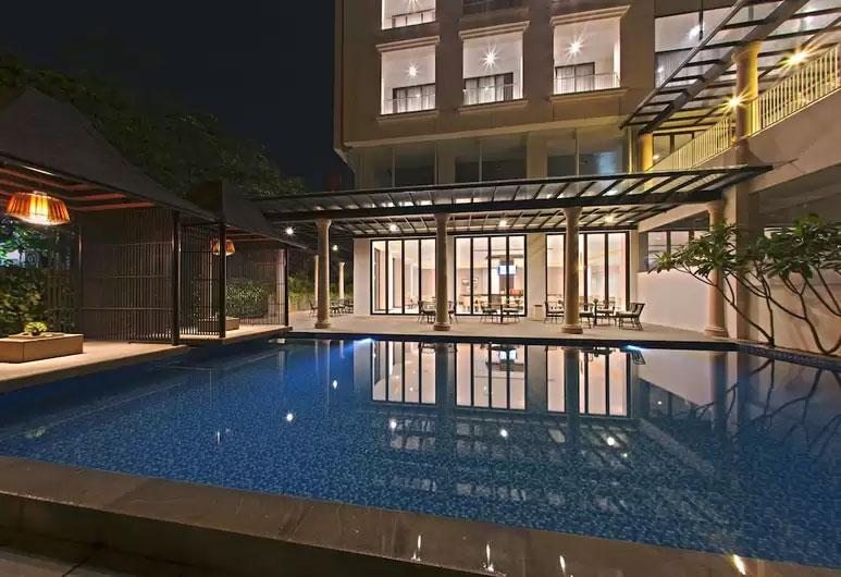 royal-padjajaran-bogor-pool