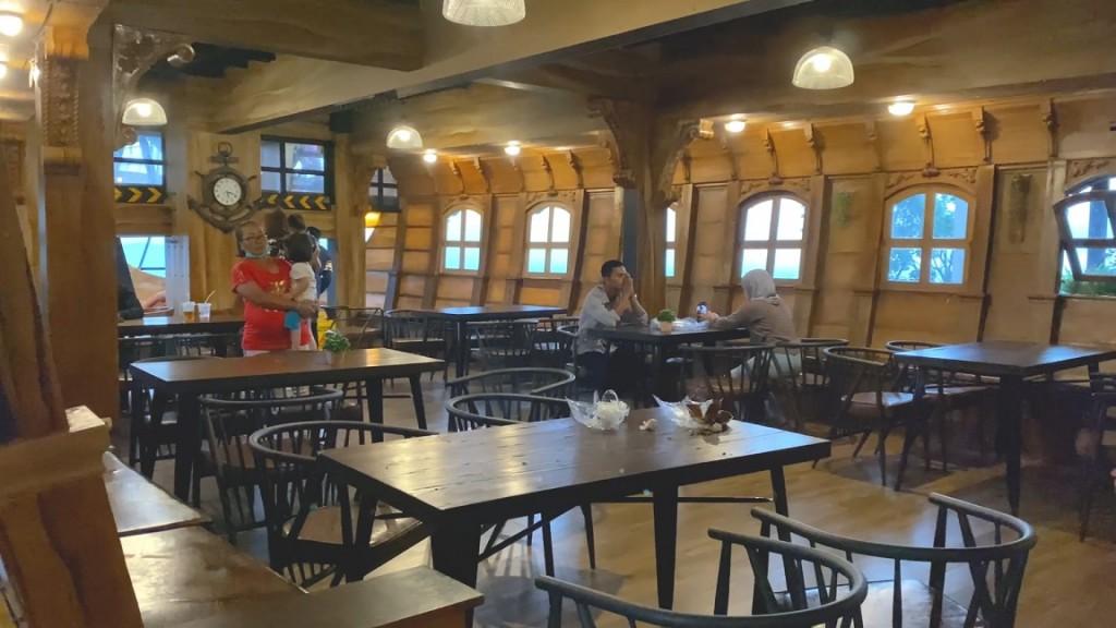 mercusuar-cafe-and-resto-resto-1